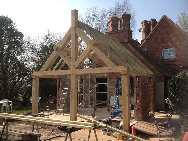 Oak trusses and porches hatfield oak for Single story timber frame homes